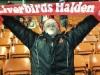 Ludvig Bråtekas - planter Liverbirds Halden sitt skjerf på Anfield
